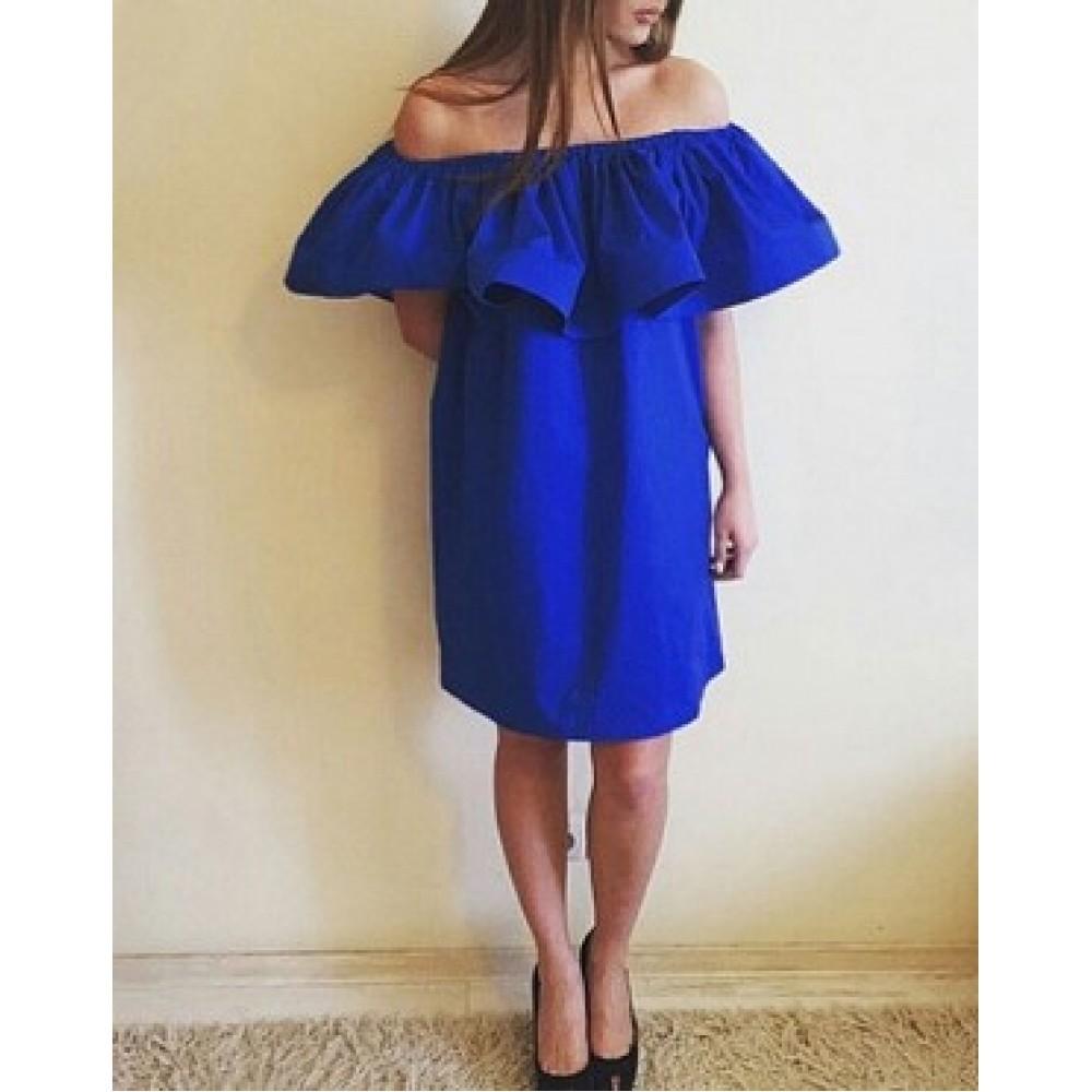 Платье с воланом на плечах для полных