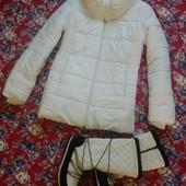 Классная белая куртка на теплую зиму рр.М-Л в подарок сапоги на ножку 25см.