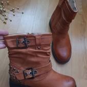 Ботинки із еко-шкіри 36 рр і устілка 23 см.