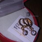 Красивые детские сережки  с  циркончиком-висюлька,покрытие 585 пробы