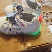 Туфли для маленьких принцесс, подошва светится