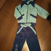 Спортивный тепленький костюм. 4-5 лет