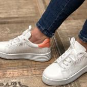 Классные кроссовки , мягкие , удобные Подходят на широкую ножку