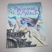 книга Winnie the witch