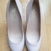 Туфлі із натуральної шкіри зовні і всередині 38р, устілка 25 см. Колір пудра.