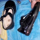 Фірмові кларкси туфлі світяться..