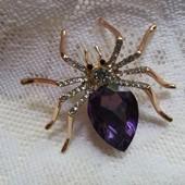 Шикарная, дорогая брошь паук с крупным кристалом Сваровски и фианитами. Новинка!!!