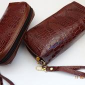 Набор  косметичка  + кошелек под кожу крокодила  с  ремешком