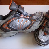 Стильные, качественные кроссовки на мальчика, стелька 21 см.
