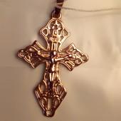 Красивый крестик, распятие, цвет советского золота,высота 3.5 см ширина 2 см