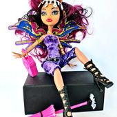 Кукла  Monster High  с крыльями, шарнирная, 28см, сумочка, зонтик.светится лицо.меняет цвета