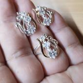 Красивый комплект позолота 585 проба!! Серьги и кольцо!!! Размер 18,19