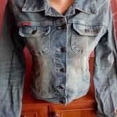 Супер крута куртка бомбер джинсова