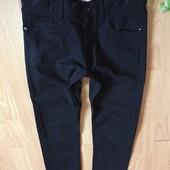 Базові чорні фірмові джинси в іідеалі)