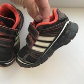Класні adidas,27р, на ножці легкі