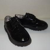Лакированные туфли с перфорацией стелька 20 см (р.32). Отличное состояние
