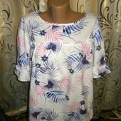 Очень красивая женская блуза с цветочным принтом на пышные формы