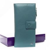 Стильный фирменный кожаный кошелек