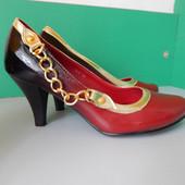 Женские красно-черные туфли на каблуке. Размер 37