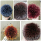 Модное украшение на шапочку -натуральный помпон- енот, песец