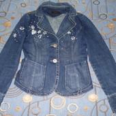 Джинсовая куртка размер М с вышивкой скидка 5% УП