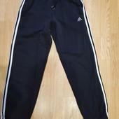 Мужские трикотажные штаны с начесом Adidas, оригинал, размер S - M, нюанс, смотрите замеры.