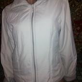 Отличная фирменная деми куртка.состояние отдичное