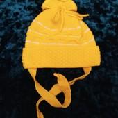 Нежная шапочка деми с завязками, Украина