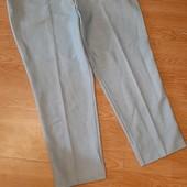 Светлые штаны на шикарные формы.