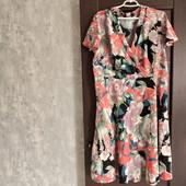 Фирменное красивое вискозное платье в отличном состоянии р.20-24