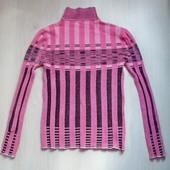 Розовая полосатая водолазка