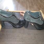 Женские закрытые туфли на высоком каблуке