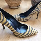 Туфлі із натуральної замші зовні і нат.шкіри всередині і підошва 37 рр