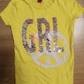 Яркая футболка с паетками перевёртышами.