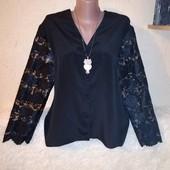 Интересная блузочка с гипюровыми рукавами 16 размера.