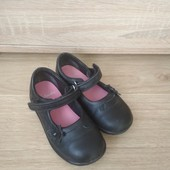 Кожаные туфли на девочку