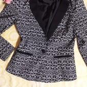 Элегантный пиджак Amisu