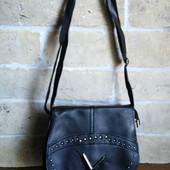 Женская сумочка через плечо.