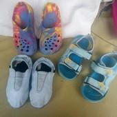 Лот 3 пари взуття//Сандалі, Кроси,Чешки