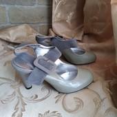 Лот 2 пары - черные и серые! Женские туфли Chanel, производитель Франция. р.40 - 24,8 см.