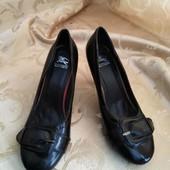 Женские туфли Burberry. Размер 40-26 см.