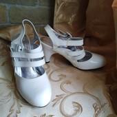 Лот 2 пары -коричневые и белые! Женские туфли Chanel, производитель Франция. р.39 - 24,3 и 24,5 см