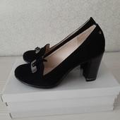 Новые замшевые женские туфли 40 р. от Soldi