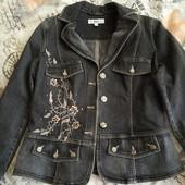 Продам одним лотом 2 джинсовые пиджака в хорошем состоянии на размер М.