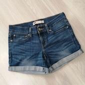 Стрейчевые джинсовые шорты, Levis, размер М.