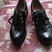 Туфли женские  лаковые  , черные  б/у р --38