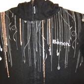Спорнтивная куртка с капишоном Bench