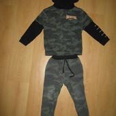 Тёплый спортивный костюм для двора !4-5 л и р 104-110 см!