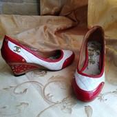 Женские туфли Chanel. Размер 39-24.7 см.