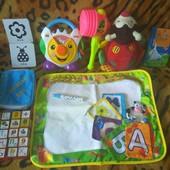 Большой лот игрушек + книжечки для малышей.